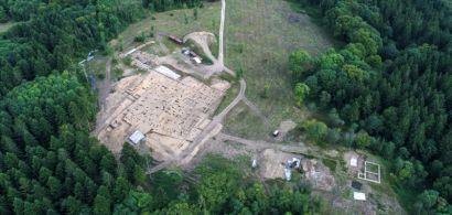 Vue aérienne d'un site de fouilles archéologiques : PC15 à Bibracte
