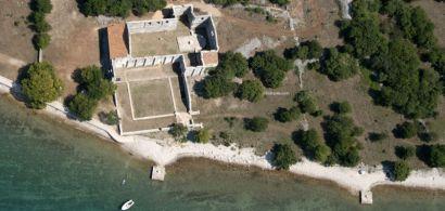 Vue d'avion de l'église paléochrétienne de Mirine en Croatie