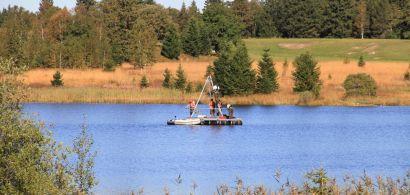 Étude de sédiments déposés au fil des siècles au fond des lacs ou des tourbières