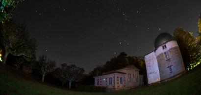 Vue du ciel étoilé de l'observatoire