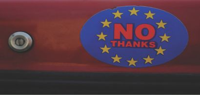 Un autocollant avec les étoiles de l'union européenne et marqué No thanks