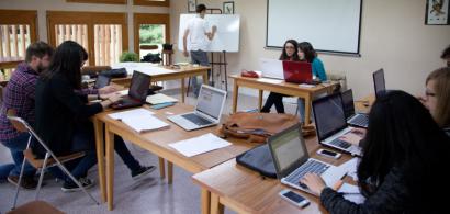 Des étudiants pendant un exercice de gestion de crise