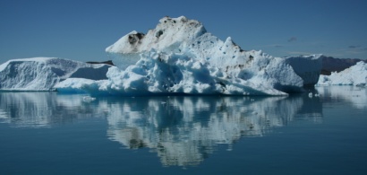 Lac et iceberg au Groenland