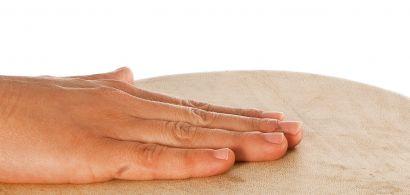 Main sur une surface