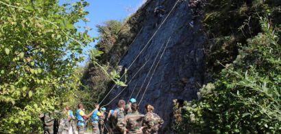 Des étudiants en DUT Tech de co participant à une épreuve d'escalade
