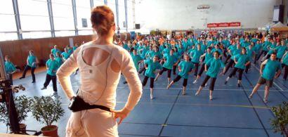 Cours de fitness dans un gymnase