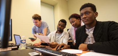 Des étudiants du département GLT pendant un jeu de simulation