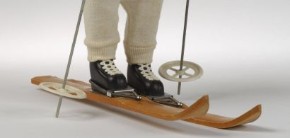 Photo d'une poupée skieuse