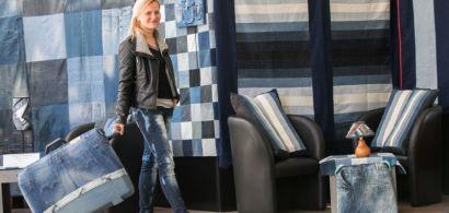 Anastasia Louniova présente ses créations en jean