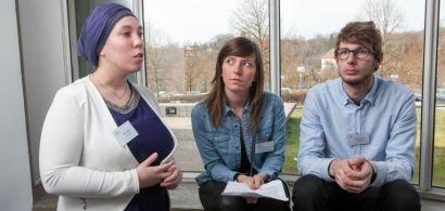 Trois étudiants de la licence pro AESP