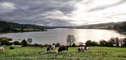 Vue générale du lac de Malbuisson extraite de la vidéo.