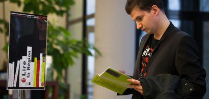 Les auteurs et éditeurs locaux échangent avec des étudiants à la maison de l'Étudiant.