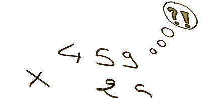 multiplication à la main sur tableau noir