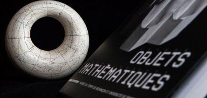 Un objet mathématique et le livre correspondant.