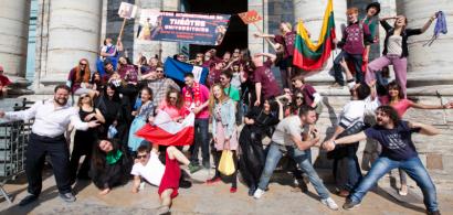 Parade pendant les Rencontres internationales du théâtre universitaire