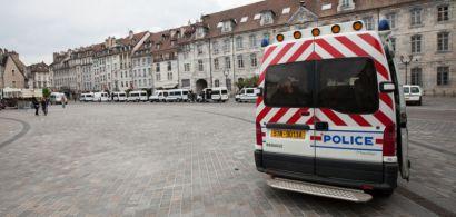 Un fourgon de police place de la Révolution à Besançon.