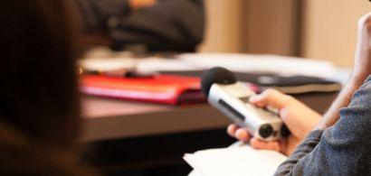 photo d'un enregistreur radio pendant une conférence de presse