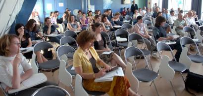 Le public d'un colloque dans la salle Quemada du CLA