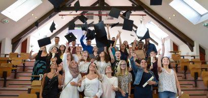 Les diplômés de AES
