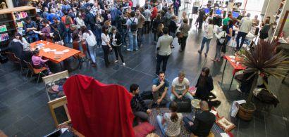 Bibliothèque Proudhon pendant le vernissage