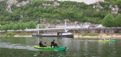 Kayak sur le Doubs avec la Citadelle en arrière plan