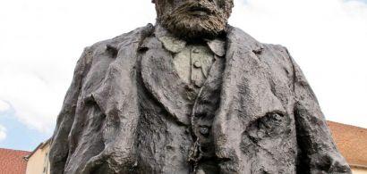 Statue de Victor Hugo à Besançon