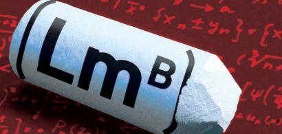 Un morceau de craie avec le logo du laboratoire imprimé dessus