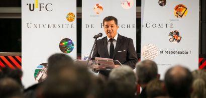 Jacques Bahi prononçant un discours