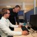 Quentin Perez et Judicael Burry devant un ordinateur.
