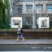 Panneaux de photos sur les grilles de l'hôpital St-Jacques