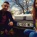 Selfie de Mathieu et Coline devant leur 205